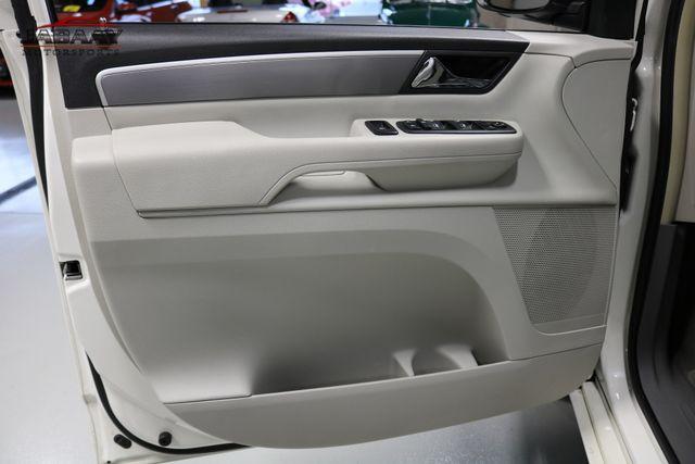2011 Volkswagen Routan SE Merrillville, Indiana 28