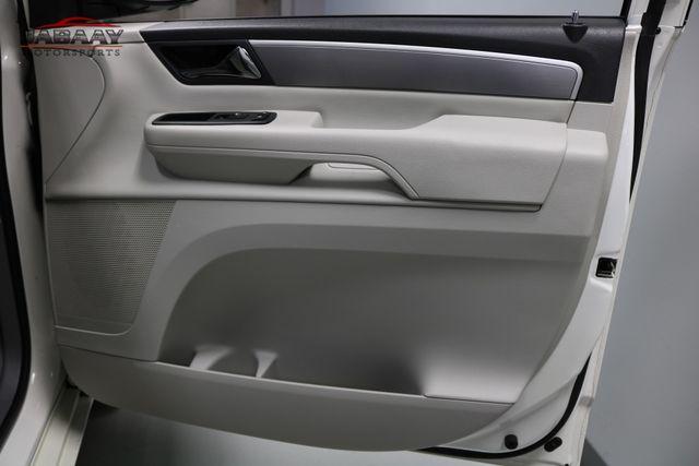 2011 Volkswagen Routan SE Merrillville, Indiana 29