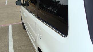 2011 Volkswagen Routan SEL w/Navigation Richardson, Texas 22