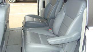 2011 Volkswagen Routan SEL w/Navigation Richardson, Texas 8