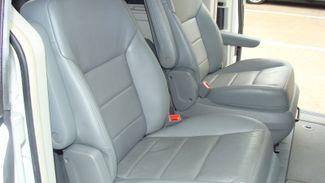 2011 Volkswagen Routan SEL w/Navigation Richardson, Texas 9