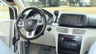 2011 Volkswagen Routan SEL w/Navigation Richardson, Texas 10