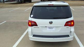 2011 Volkswagen Routan SEL w/Navigation Richardson, Texas 3