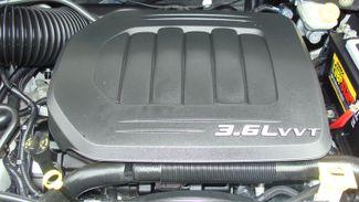 2011 Volkswagen Routan SEL w/Navigation Richardson, Texas 46