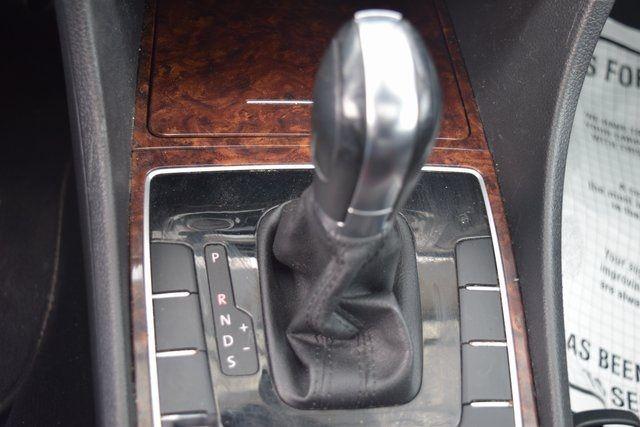 2011 Volkswagen Routan SEL Richmond Hill, New York 29