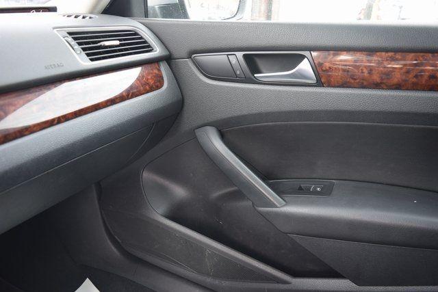2011 Volkswagen Routan SEL Richmond Hill, New York 31