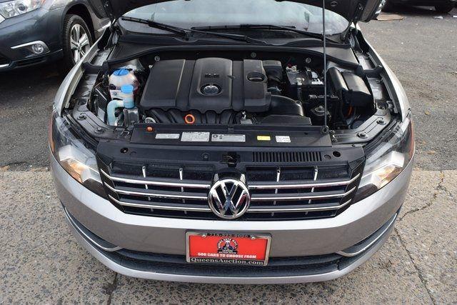 2011 Volkswagen Routan SEL Richmond Hill, New York 4