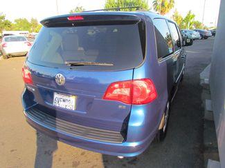2011 Volkswagen Routan SE ,Camera , Navigation Sacramento, CA 10