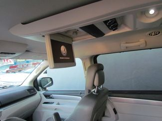 2011 Volkswagen Routan SE ,Camera , Navigation Sacramento, CA 15