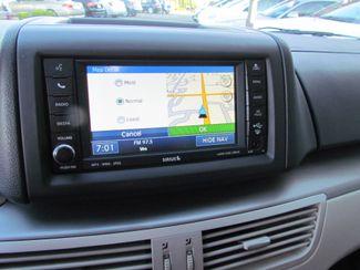 2011 Volkswagen Routan SE ,Camera , Navigation Sacramento, CA 16