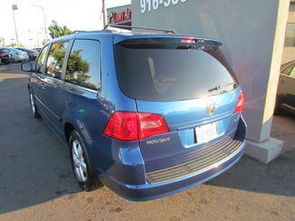 2011 Volkswagen Routan SE ,Camera , Navigation Sacramento, CA 9