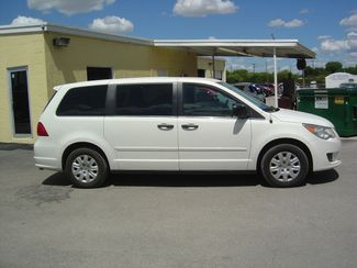 2011 Volkswagen Routan S San Antonio, Texas 4