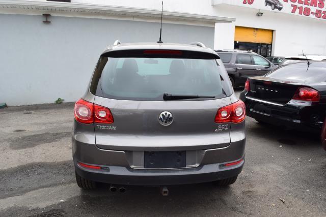 2011 Volkswagen Tiguan SEL 4Motion w/Premium Navi & Dynaudio Richmond Hill, New York 5