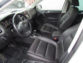 2011 Volkswagen Tiguan SE w/Sunroof , Navi Sacramento, CA 11