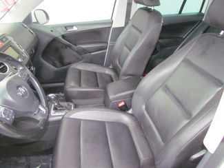 2011 Volkswagen Tiguan SE w/Sunroof , Navi Sacramento, CA 12