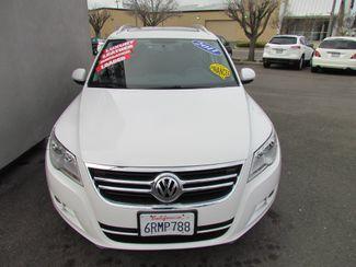 2011 Volkswagen Tiguan SE w/Sunroof , Navi Sacramento, CA 3
