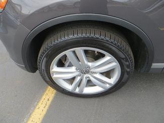 2011 Volkswagen Touareg Exec Watertown, Massachusetts 24