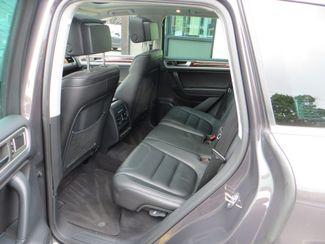 2011 Volkswagen Touareg Exec Watertown, Massachusetts 6