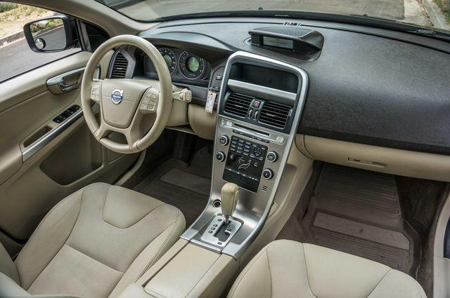 2011 Volvo XC60 3.2L - AUTO - 103K MILES - NEW TIRES Reseda, CA 30