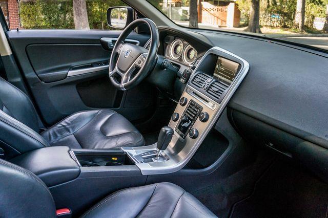 2011 Volvo XC60 3.2L - PREMIUM - NAVI - 83K MILES Reseda, CA 33