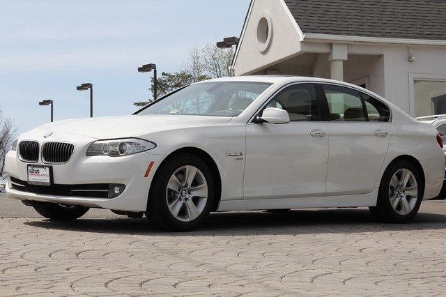 2012 BMW 5-Series AWD 528i xDrive 4dr Sedan AMFM CD Player Anti-Theft Sunroof AC Cruise Powe