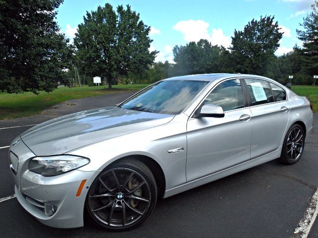 2012 BMW 550i Leesburg, Virginia 3