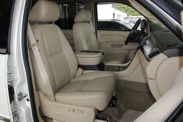 2012 Cadillac Escalade Luxury AWD - NAV - REAR DVD - SUNROOF! Mooresville , NC 15