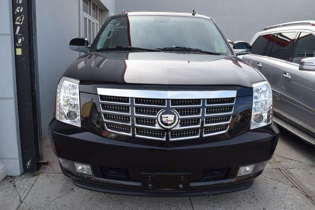 2012 Cadillac Escalade Luxury Richmond Hill, New York 2