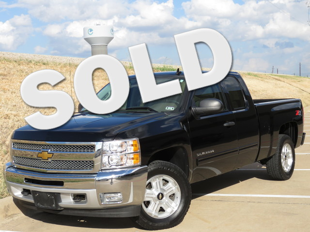 2012 Chevrolet Silverado 1500 LT Z71 4x4 Call us today to check out this 2012 4X4 extended cab Thi