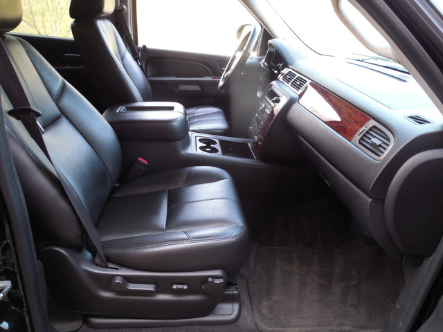 2012 Chevrolet Suburban LTZ 3RD ROW SEAT 4X4 Leesburg, Virginia 16