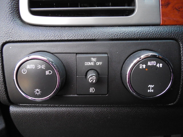 2012 Chevrolet Suburban LTZ 3RD ROW SEAT 4X4 Leesburg, Virginia 17