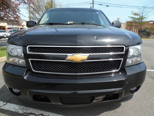 2012 Chevrolet Suburban LTZ 3RD ROW SEAT 4X4 Leesburg, Virginia 6