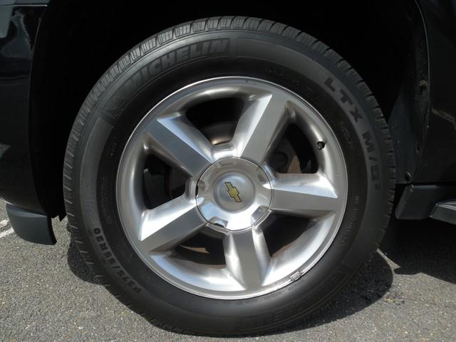 2012 Chevrolet Suburban LTZ 3RD ROW SEAT 4X4 Leesburg, Virginia 28