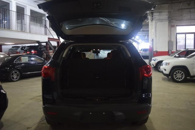 2012 Chevrolet Traverse LT w/1LT Richmond Hill, New York 4