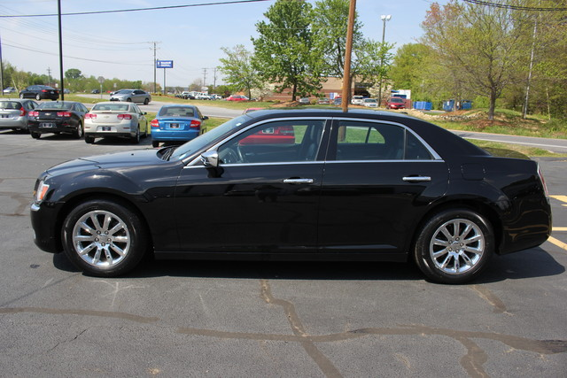 2012 Chrysler 300 Limited Mooresville , NC 3