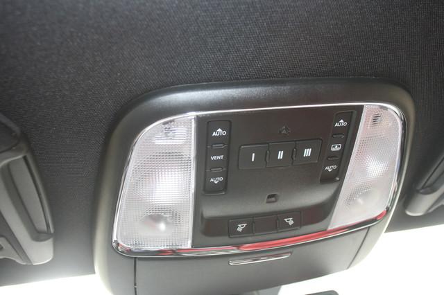 2012 Chrysler 300C SRT8 Houston, Texas 28