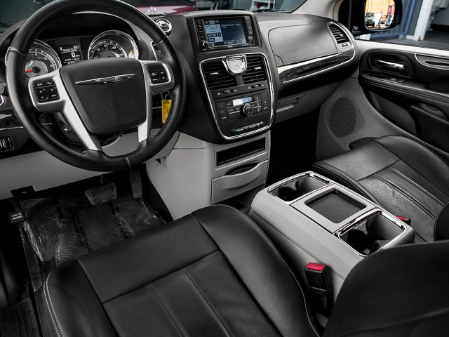 2012 Chrysler Town & Country Touring Burbank, CA 10