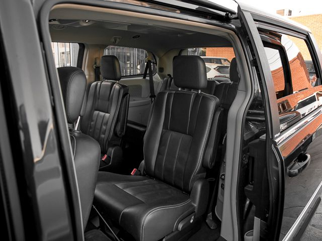 2012 Chrysler Town & Country Touring Burbank, CA 13
