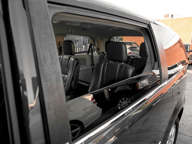 2012 Chrysler Town & Country Touring Burbank, CA 14