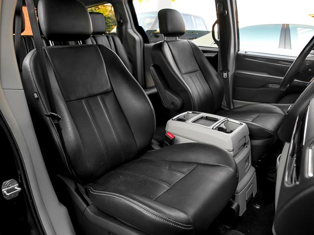 2012 Chrysler Town & Country Touring Burbank, CA 19