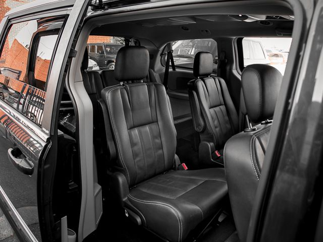 2012 Chrysler Town & Country Touring Burbank, CA 24