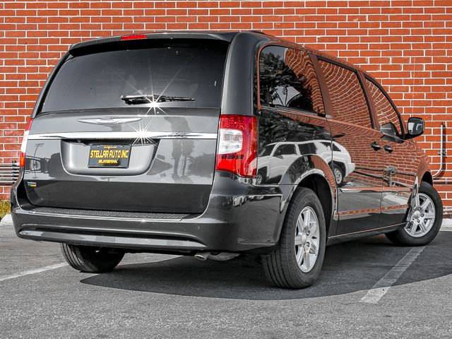2012 Chrysler Town & Country Touring Burbank, CA 6