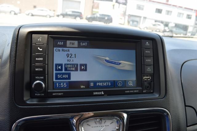 2012 Chrysler Town & Country Touring Richmond Hill, New York 13