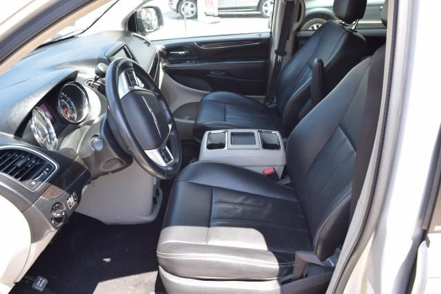 2012 Chrysler Town & Country Touring Richmond Hill, New York 9