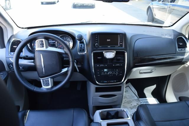 2012 Chrysler Town & Country Touring Richmond Hill, New York 10