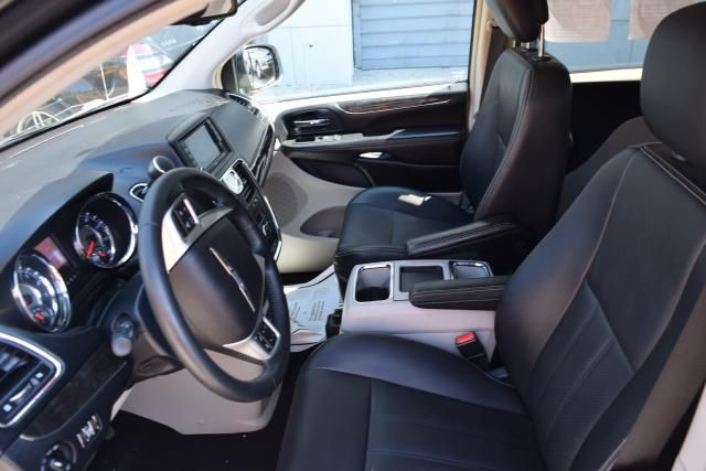 2012 Chrysler Town & Country Touring Richmond Hill, New York 11