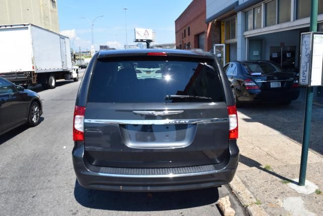 2012 Chrysler Town & Country Touring Richmond Hill, New York 3