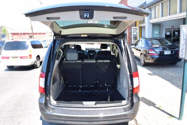 2012 Chrysler Town & Country Touring Richmond Hill, New York 4