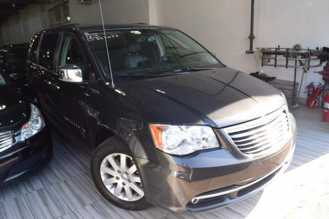 2012 Chrysler Town & Country Touring-L Richmond Hill, New York 1