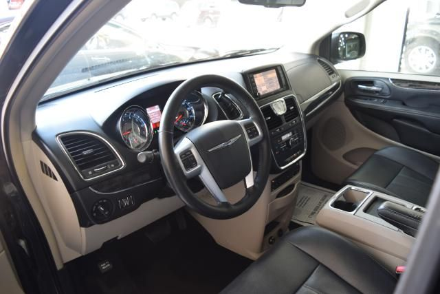 2012 Chrysler Town & Country Touring-L Richmond Hill, New York 14